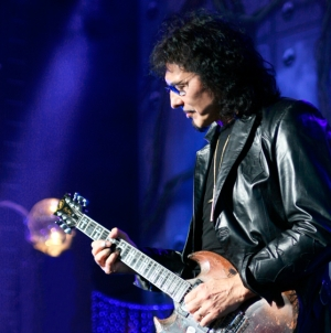 "Black Sabbath's Tony Iommi and Queen's Brian May Plan ""Riff"" Album"